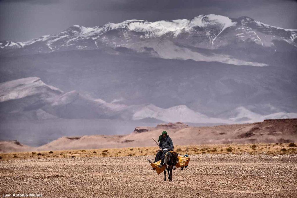 Cabalgando en Atlas. Marruecos