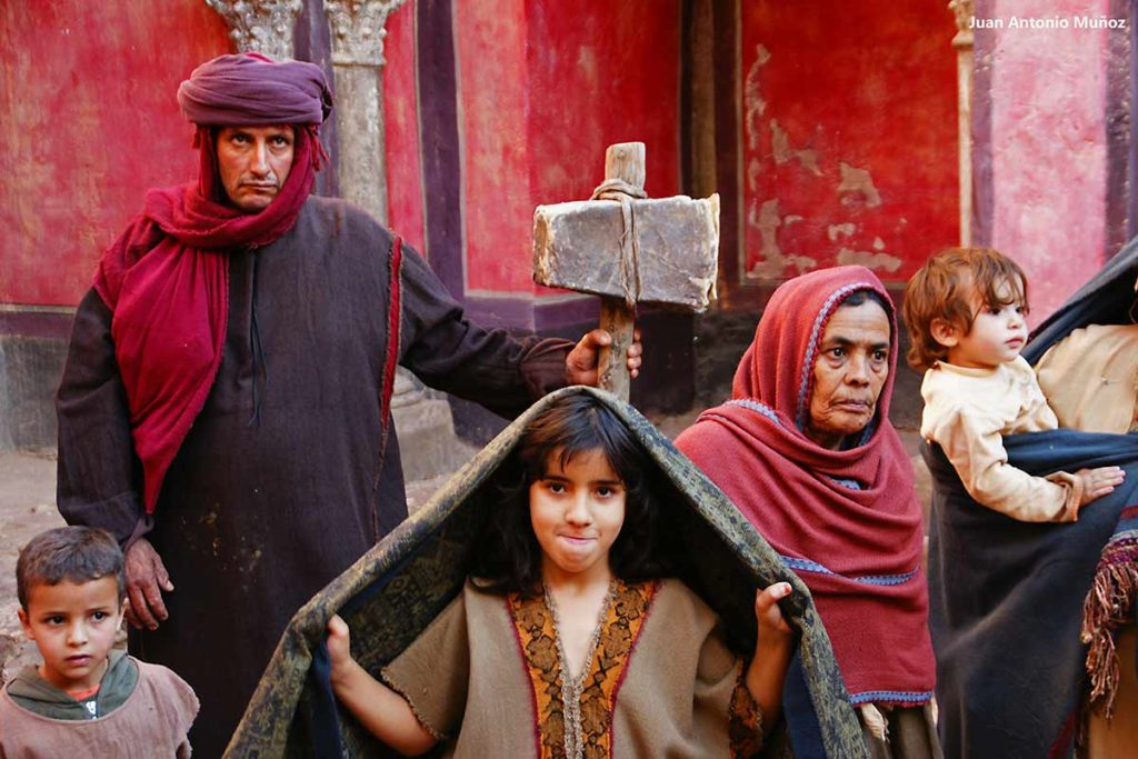 Familia con mazo piedra. Marruecos