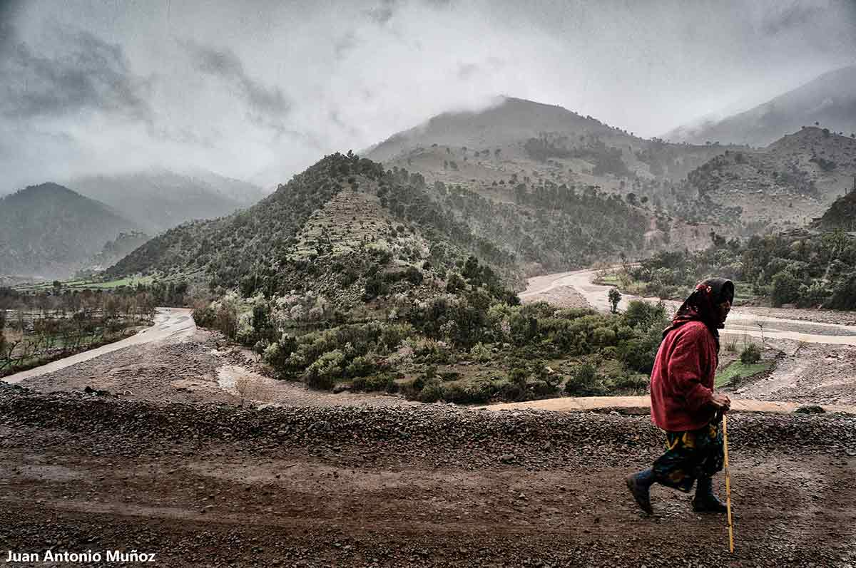 Mujer en meandro. Marruecos