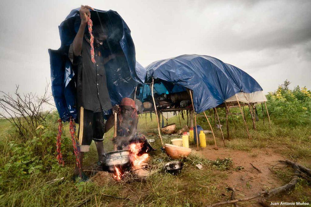 Cocinando bajo la lluvia. Chad
