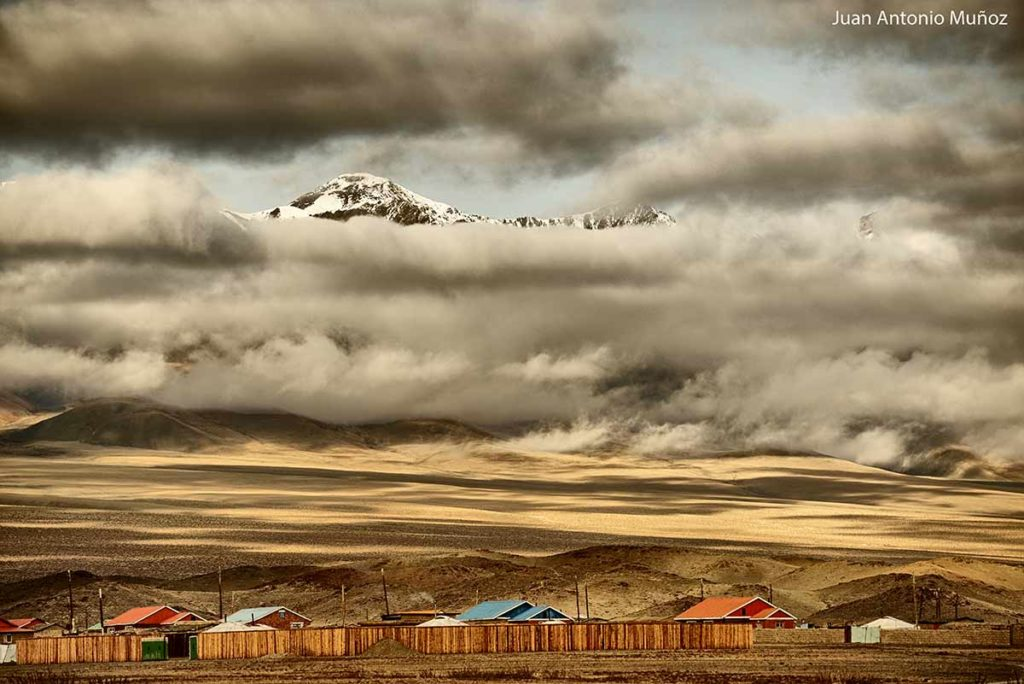 Casas y montañas. Mongolia