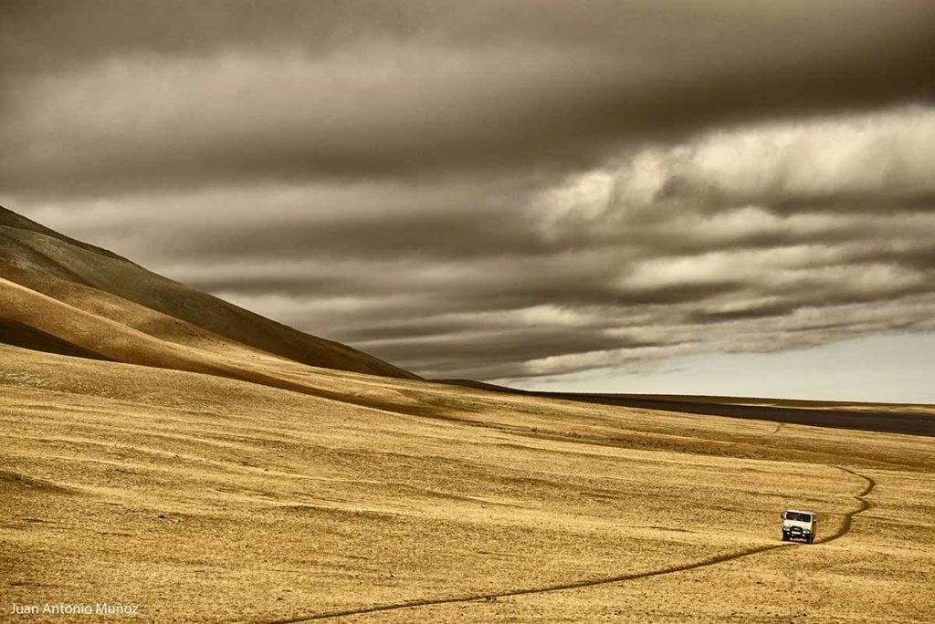 Furgoneta montañas. Mongolia