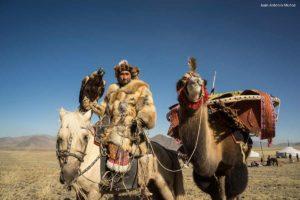 Eaglehunter y camello. Mongolia