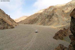 Furgoneta en valle. Mongolia