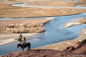 Cazador en río. Mongolia