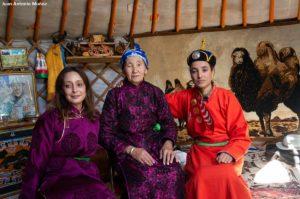 Najat y Elena en Yurta. Mongolia