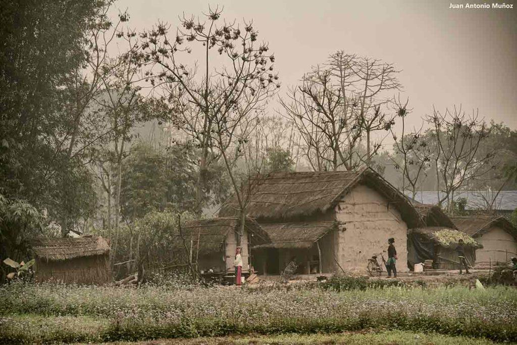 Pueblo en niebla. Nepal