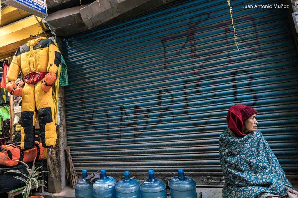 Mujer en calle. Kathmandu