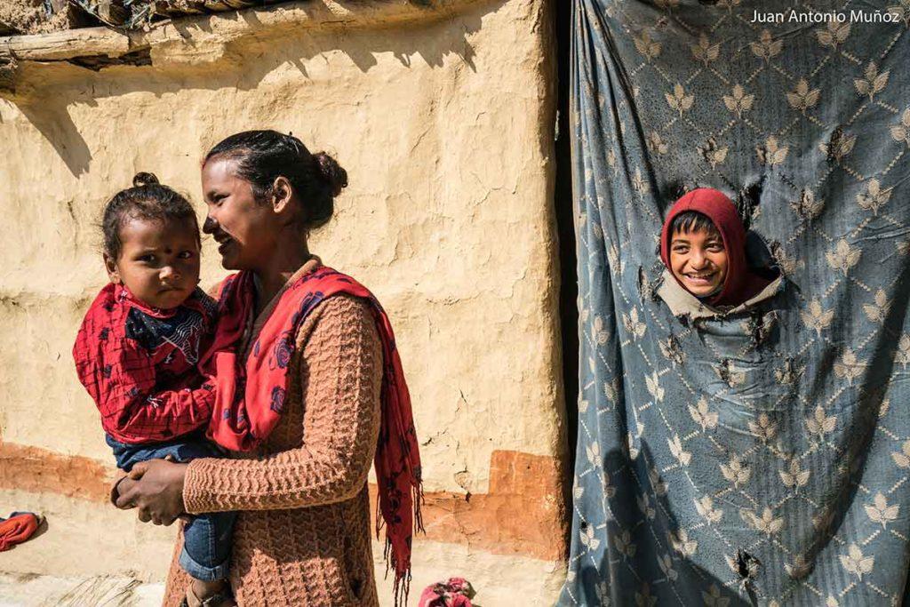 Mirando en cortina. Nepal