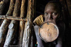 Mujer Surma plato. Etiopía