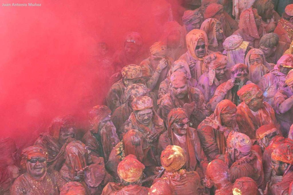 Grupo en polvo rojo. India