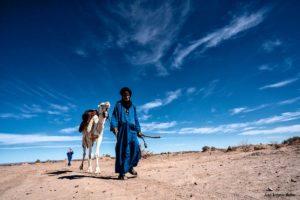 Caminando por el desierto. Marruecos