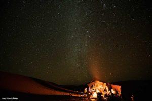Cielo estrellado camp. Marruecos