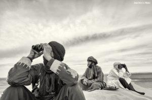 Mirando con prismáticos. Marruecos