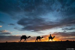 Atardecer caravana. Marruecos